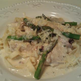 Creamy Chicken, Bacon and Asparagus pasta