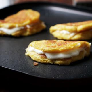 Fresh Corncakes with Cheese   Cachapas