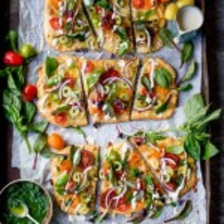 Kick Of National Vegetarian Week With This Vegetarian Summer Tomato Pizza +