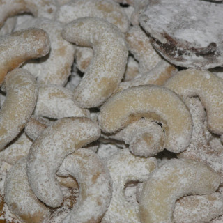 "North Croatian vanilla cookies (""vanila-kifli"")"