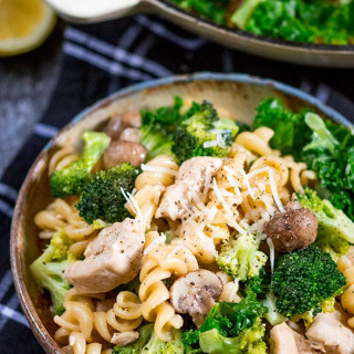 One Pot Chicken and Broccoli Pasta
