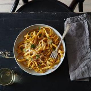 One-Pot Garlic Parmesan Pasta (a.k.a. the Lazy Cook's Fettuccine Alfredo)
