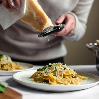 Pasta with Garlic and Olive Oil (Pasta Aglio e Olio)