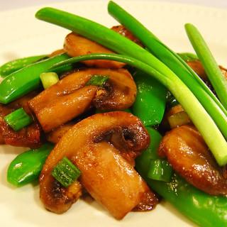Pea Pods and Mushrooms Stir-fried