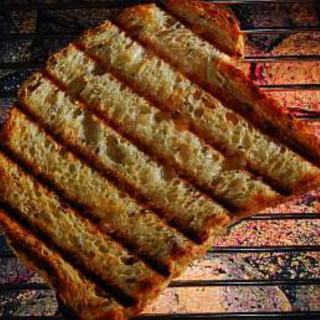 Peppery Grilled Garlic Bread