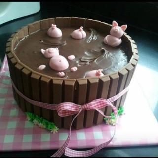 Pigs in a Barrel Cake