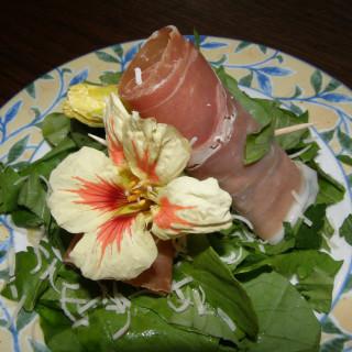 Prosciutto Wrapped Fig and Arugula Salad