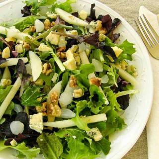Salad with Pears, Stilton and Walnut Oil Vinaigrette