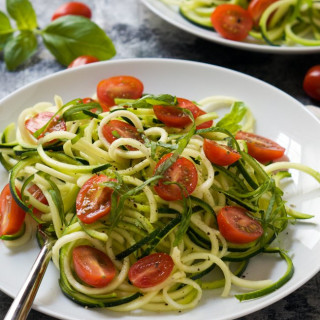 Simple {no cook} Zucchini Caprese Salad