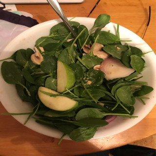Spinach-apple salad with zippy dressing