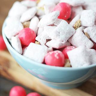 Strawberry Cheesecake Muddy Buddies