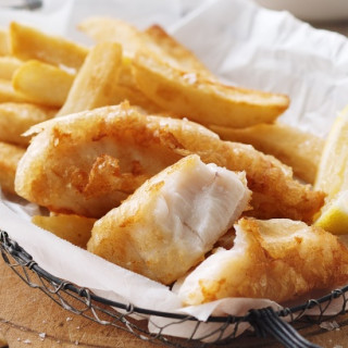 Tempura fish with chips and salad