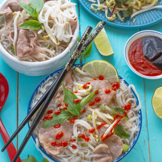Vietnamese Pho – Beef Rice Noodle Soup Recipe (Pho Bo) with Shortcut and Sl