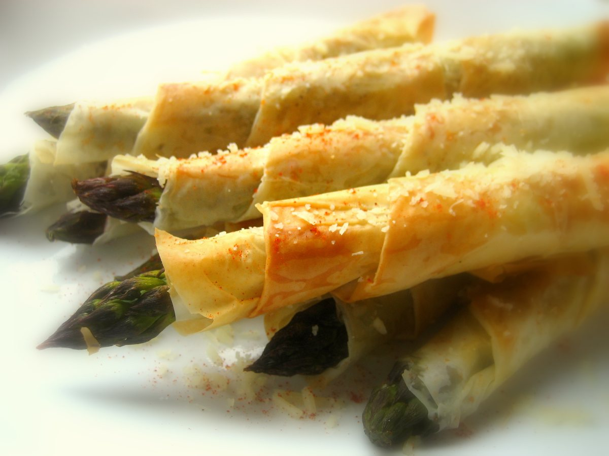 Phyllo wrapped asparagus bigoven for Phyllo dough recipes appetizers indian