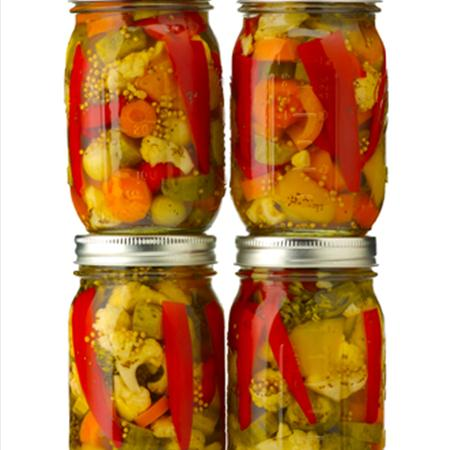 Pickling peppers in white vinegar