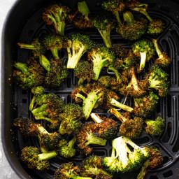10 Minute Crispy Air Fryer Broccoli