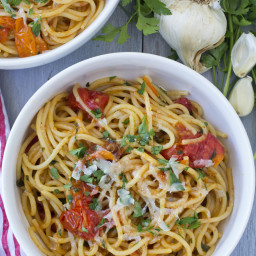 10 Minute Garlic and Tomato Pasta