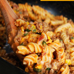 (15 Min) Beefy Buffalo Mac and Cheese with Creamed Corn and Poblano Peppers