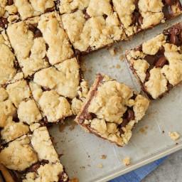 5-Ingredient Fudge Crumble Bars