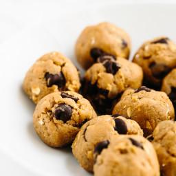 5-Minute Vegan Peanut Butter Chocolate Chip Cookie Dough