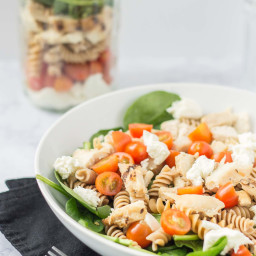 [ad] Layered Chicken Caprese Salad in a Jar