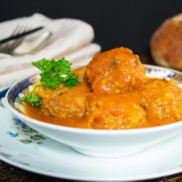Albondigas en Salsa Tomate (Meatballs in Tomato Sauce)
