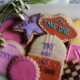 alice-in-wonderland-eat-me-cookies-2698548.jpg