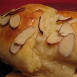 almond-croissants-recipe-2541107.jpg
