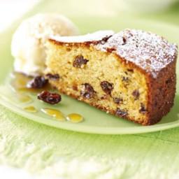 Almond raisin cake with sherry
