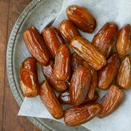 almond-stuffed-dates-64966f.jpg