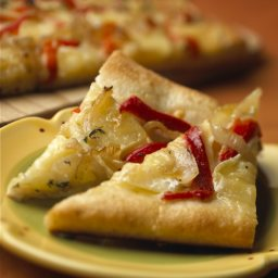 Alouette Baby Brie Caramelized Pepper and Onion Pizza