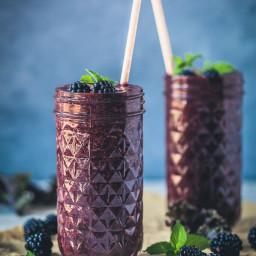 Antioxidant Blackberry Kale Smoothie {Vegan}
