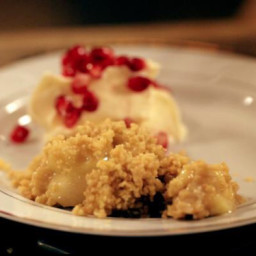 Apple crumble with star anise