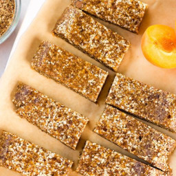 APRICOT, ALMOND & FLAXSEED HOMEMADE ENERGY BARS