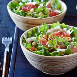 Arugula and hazelnut salad