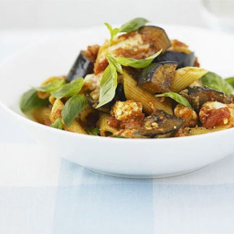 Aubergine and goat's cheese pasta