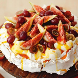 Autumn pavlova with sticky sauce
