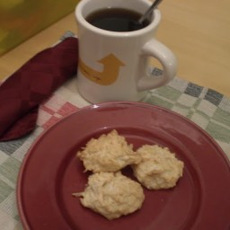 baileys-meringue-macaroons.jpg