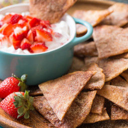 Baked Cinnamon Crisps With Creamy Strawberry Dip