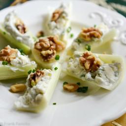 Barchette di sedano con gorgonzola e noci (Celery Boats with Gorgonzola and