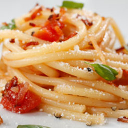 Barilla Collezione Bucatini with Tomato, Basil, Bacon and Romano Cheese