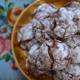 Biscotti screpolati al cioccolato dal cuore morbido
