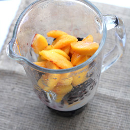 Blueberry-Peach Smoothie with Flaxseeds