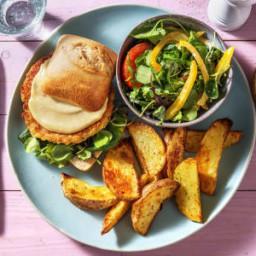 Boekoeloekoeburger met gebakken ei Met aardappelen, frisse salade en honing