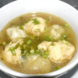 Bouillon boulettes (dim sum soup)