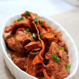 Braised Pork Ribs with Garlic and Bamboo Shoots