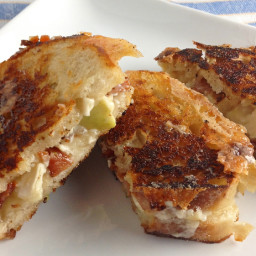 Brie Apple and Bacon Grilled Cheese Sandwiches are a Gourmet Treat