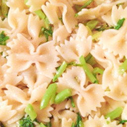 Broccoli Raab with Roasted Garlic and Fusilli (Hl)