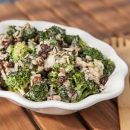 broccoli-raisin-salad-1579434.jpg