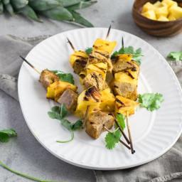 Brochettes de porc au curcuma et ananas grillé
